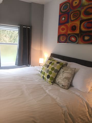 Self-catered contemporary apartment - Merthyr Tydfil