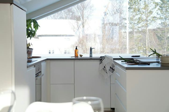 Room in new apartment 10min from city center - Tromsø - Appartamento