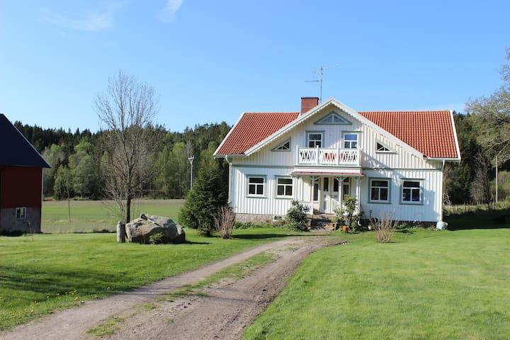 Lantliga Villa Charlotta - Tanum N
