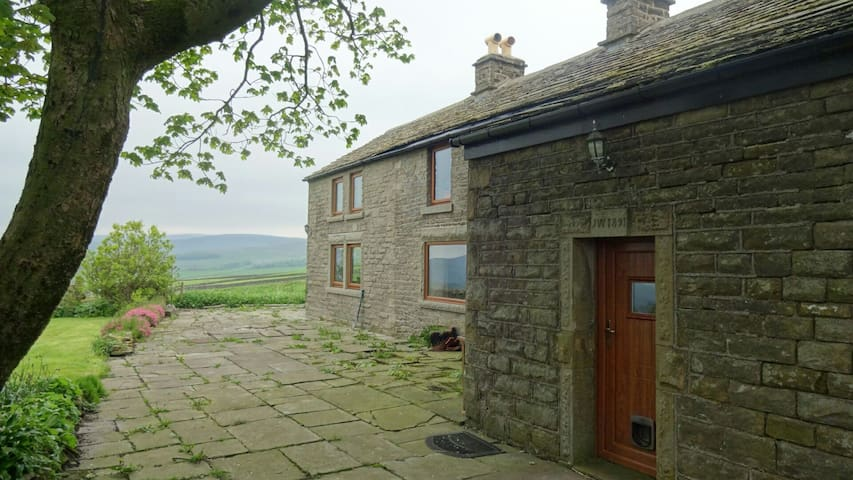 B & B Double - fabulous Peak views! - Chapel-en-le-Frith - Pousada