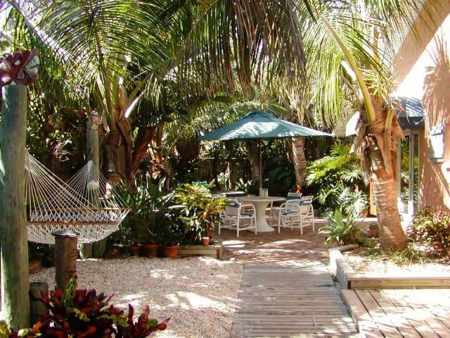 Tropical oceanfront garden villas - Indialantic - 別荘