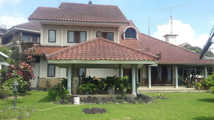 Amazing deal !! Big Beautiful Whole Villa @Cisarua - Bogor - Villa