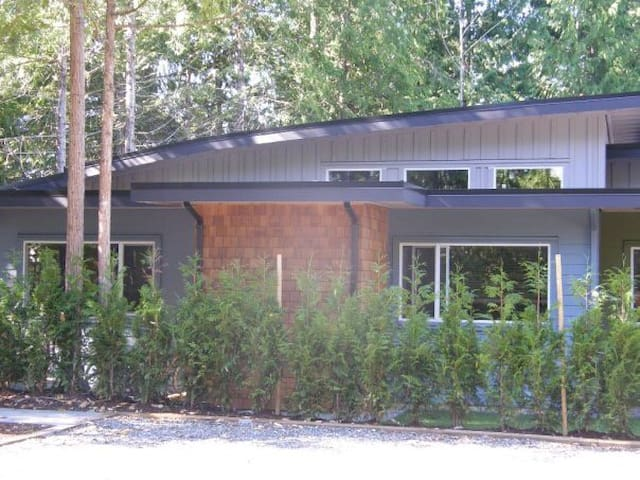 Forest and Beach Retreat - Parksville - Rekkehus