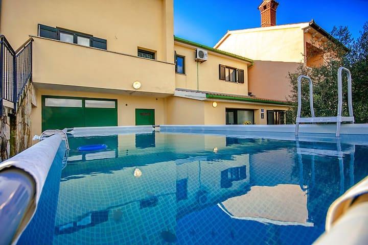 Casa Otava with prefabricated pool - Belavići