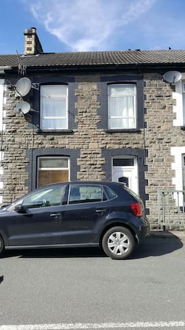 Double Room in a traditional stone built home - Pontypridd - Hus