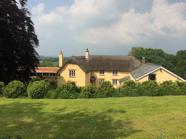 Beautiful farm house in peaceful Devon countryside - Stoodleigh - Huis
