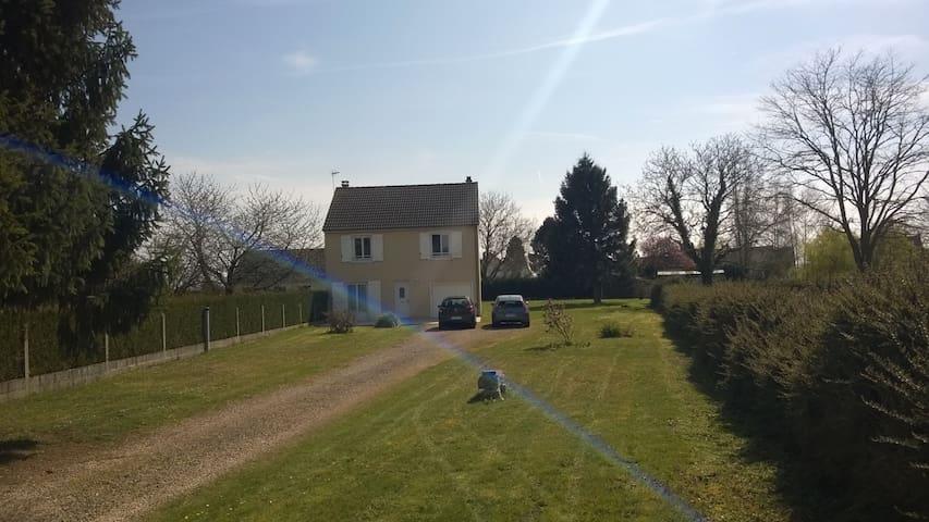 Maison indépendante R+1 sur 2000 m2 de terrain - La Neuville-Roy - Huis