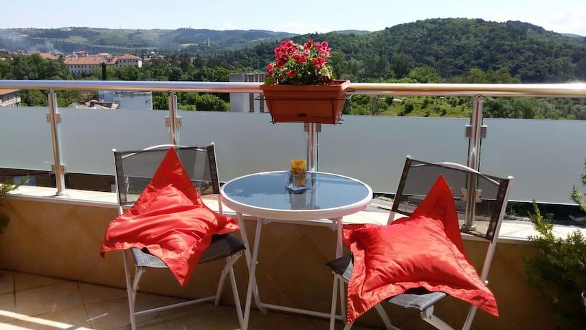 Cosy studio with amazing terrace - Veliko Tarnovo