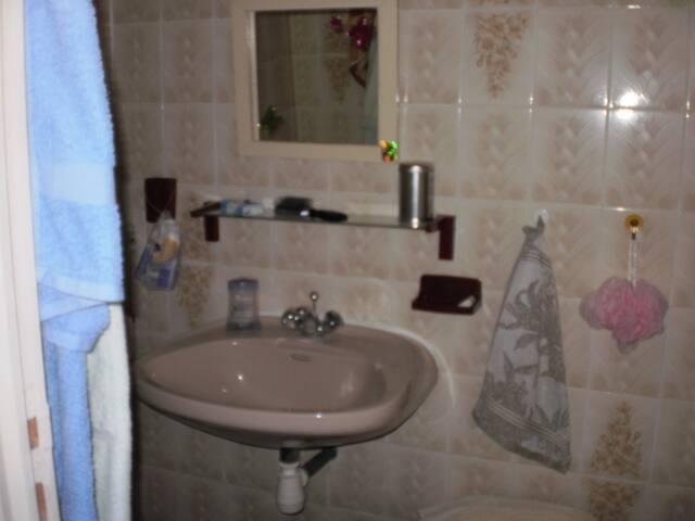 loue chambre ou appartement - Aiguefonde
