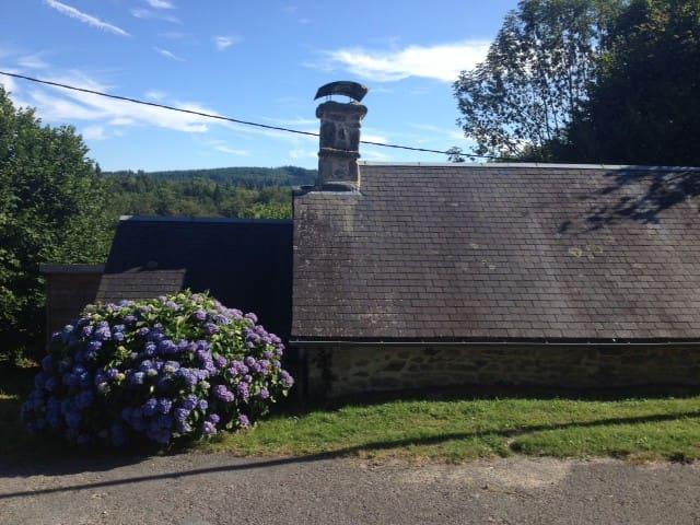 Petite maison de charme - Saint-Hilaire-les-Courbes - Huis