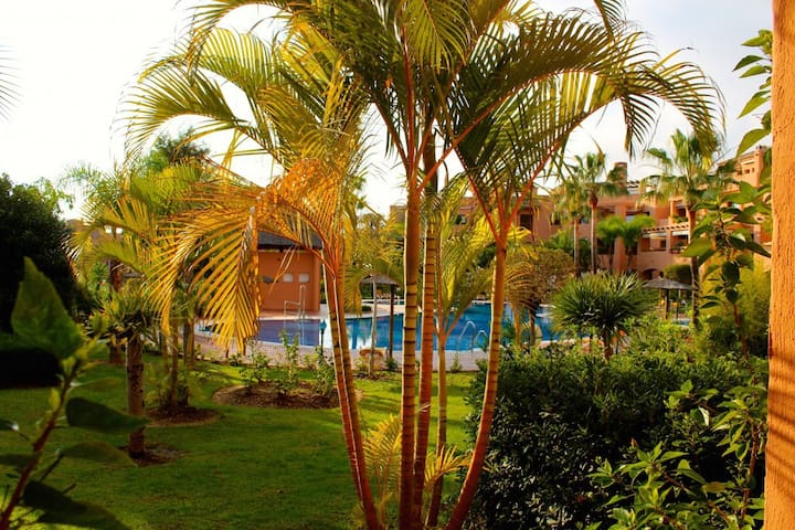 Groundfloor apt. with poolview at Hacienda del Sol - Estepona - Apartamento