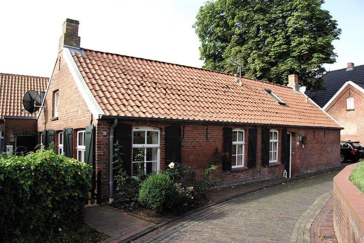 Wohnung in denkmalgeschütztem Friesenhaus - Krummhörn - アパート