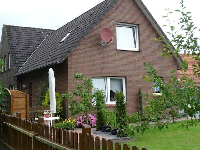 FeWo (68qm) mitten in Ostfriesland! - Großefehn - Hus