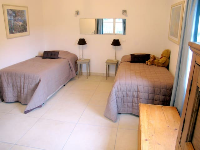 Spacious apartment, pool, views and sunny patio. - Tourrettes-sur-Loup - 公寓