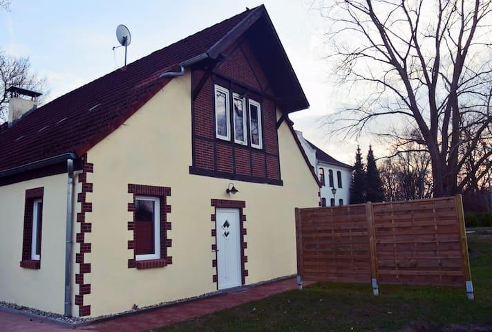Schöne Ferienwohnung in Ostseenähe - Neuburg - Appartement