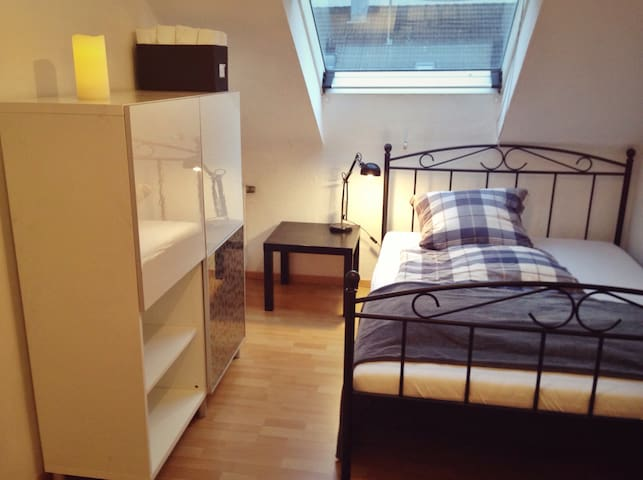 Quiet bright cozy & modern Room, outside Stuttgart - Ditzingen