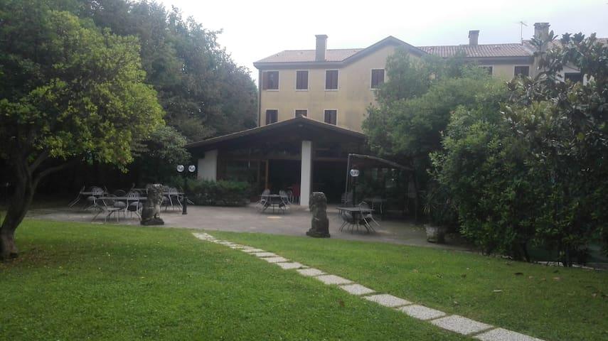 Locanda con vista sul Monte Grappa - San Zenone degli Ezzelini - Bed & Breakfast