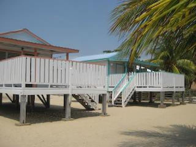 Tri Tan Beach Cabanas - Placencia - Hytte