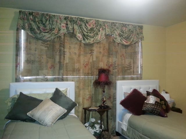 Guest Room 101 - Tacoma - Bed & Breakfast