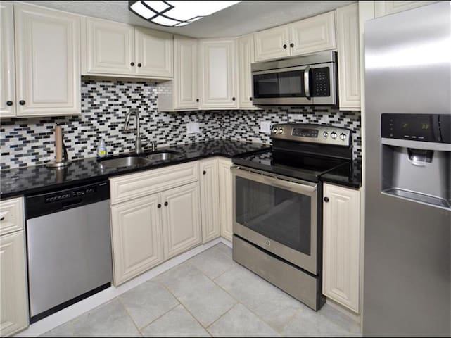 Luxury apt w jet tub & private deck - Pittsburgh - Apartemen