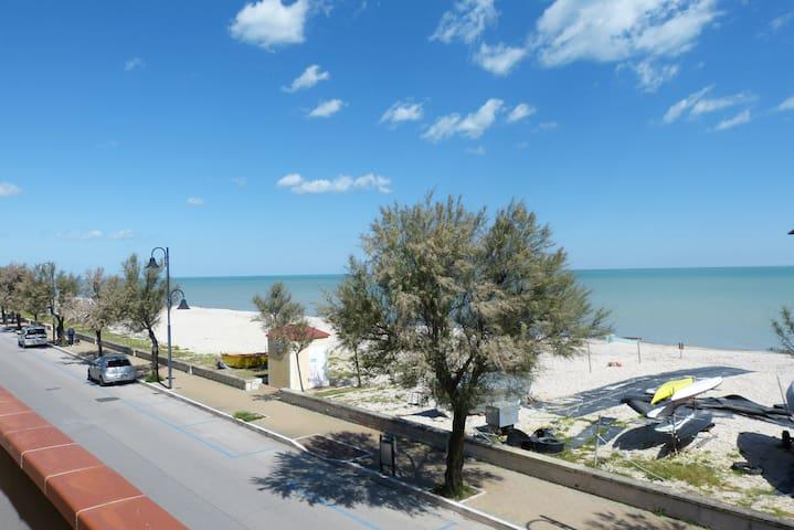 Appartamento con balcone sul mare - Montignano-Marzocca - Departamento