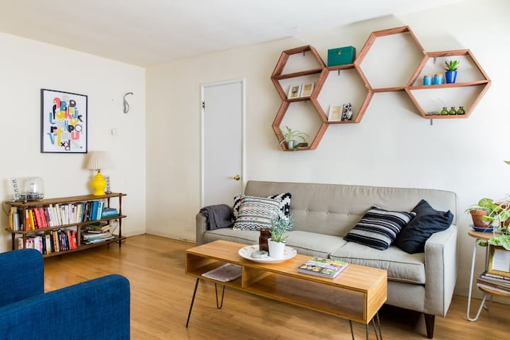 Mid century apartment in midtown - Sagrament