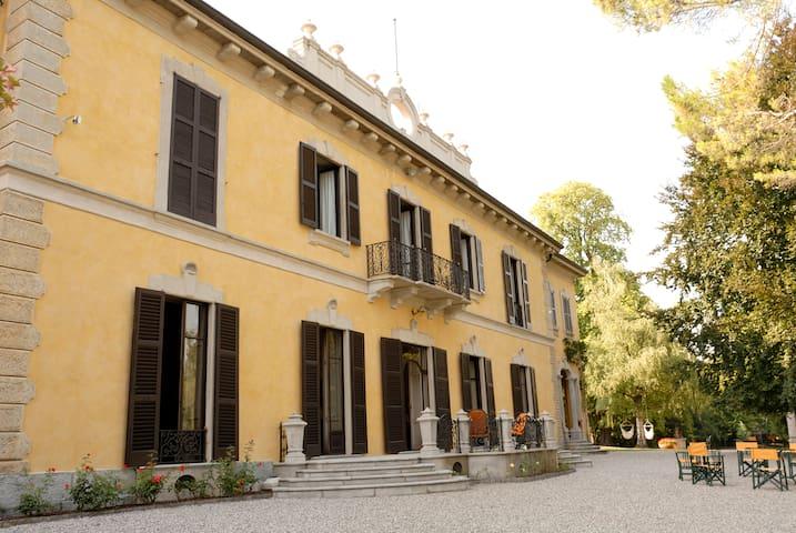 HISTORIC VILLA NORTH OF MILAN - Casatenovo