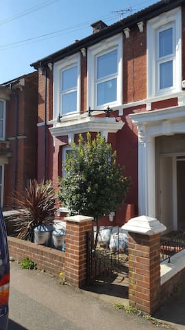 4 Bedroom Beautiful Victorian House - Ashford - Talo