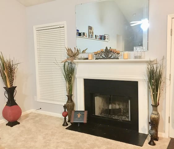 Awesome Private Room & Bath in Great Home - Lawrenceville