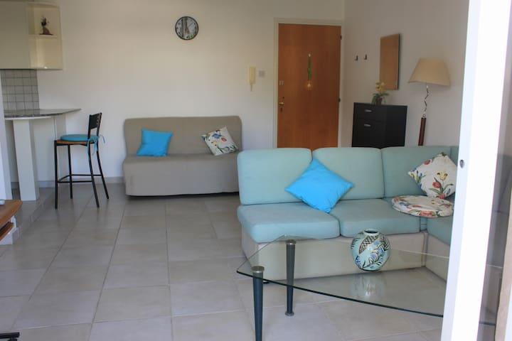 Comfy 1bdroom flat in a quiet area - Germasogeia - Apartemen