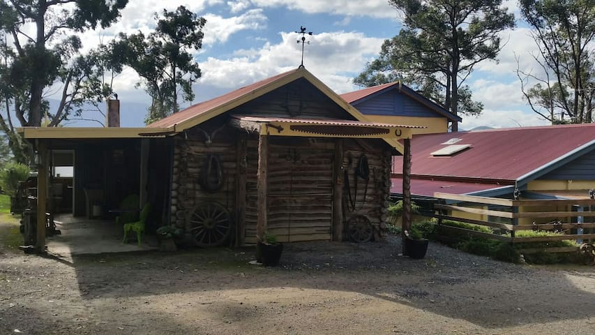 Rustic Log Cabin, Yarra Valley - Yarra Junction - Бунгало