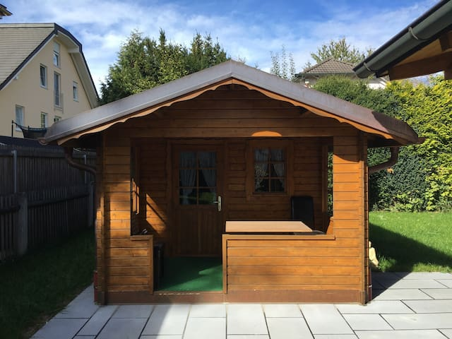 Beautiful Little Garden House - München - Hus