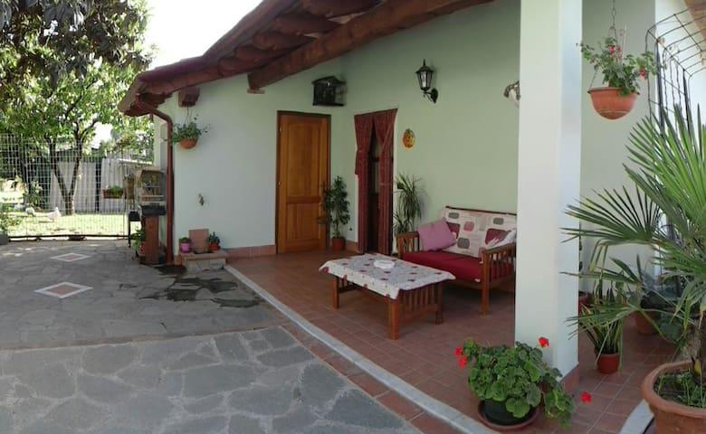 ACCOGLIENTE DEPANDANCE TRA MARE E MONTI - Carrara - Casa