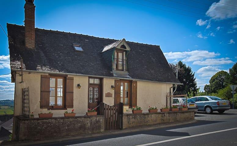 Petite maison, stunning views. - Vignols - Casa
