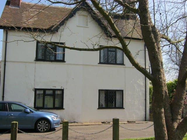 """Whicketty Cottage, near village centre. - Albrighton - Casa"