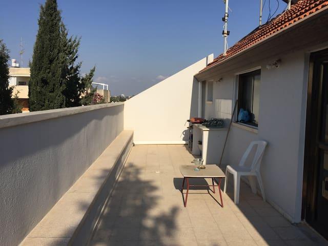 Herzliya bedroom in a spacious apartment. - Herzliya - Appartement