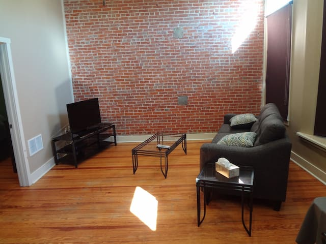 Downtown - Main Street Apartment - Remodeled - West Point - Departamento