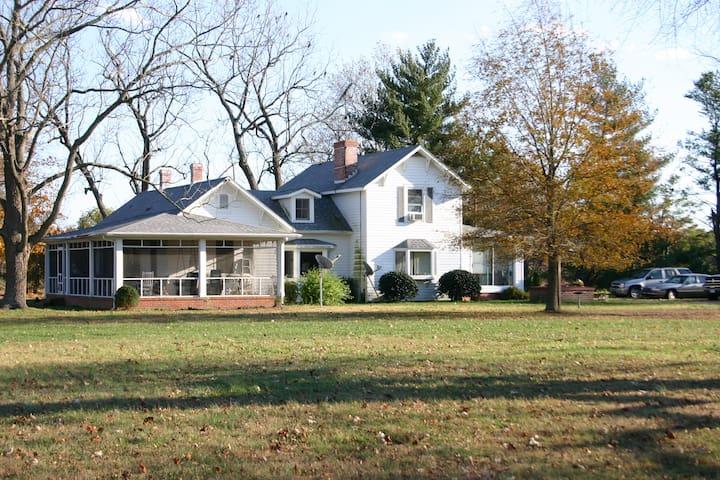 Secluded Waterfront Farmhouse on Chesapeake Bay - Kilmarnock - Huis