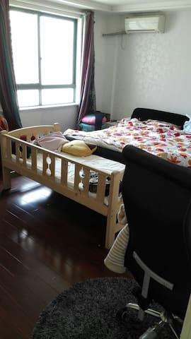 台州市区靓丽一主卧,一卫生间,还有baby床 - Taizhou Shi