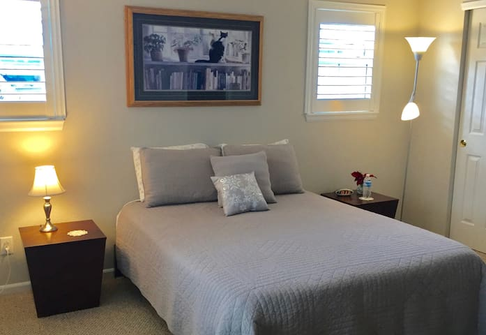 Quiet, Private Suite Near Timberline & Harmony - Fort Collins