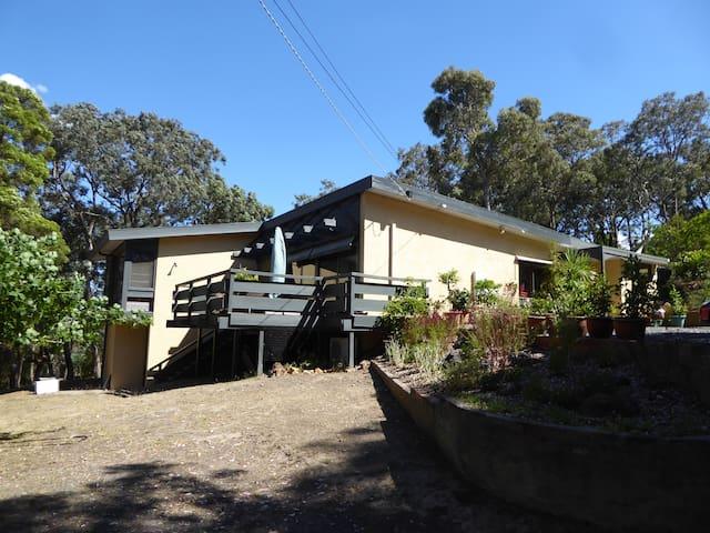 Warrandyte Hilltop Bush Retreat - Warrandyte - Дом