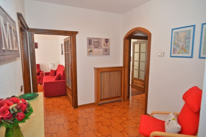 Accogliente e luminoso appartamento - Tirano - Huoneisto
