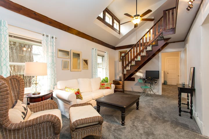 Spacious 2 bedroom Coach House near Lake Michigan - Wilmette - Gjestehus