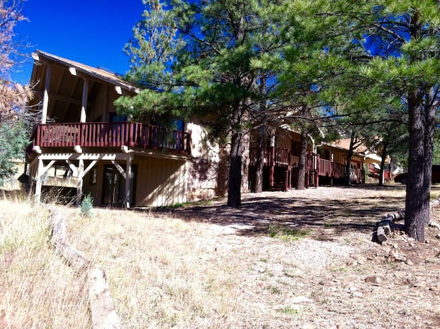 Big, Secluded & Close to the Village, 4BR 2.5 BA - Ruidoso - Chatka