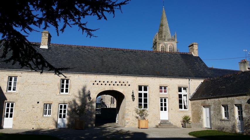 """B&B, Le """" Clos du Mont"""" Corail Room - Saint-Côme-du-Mont"""