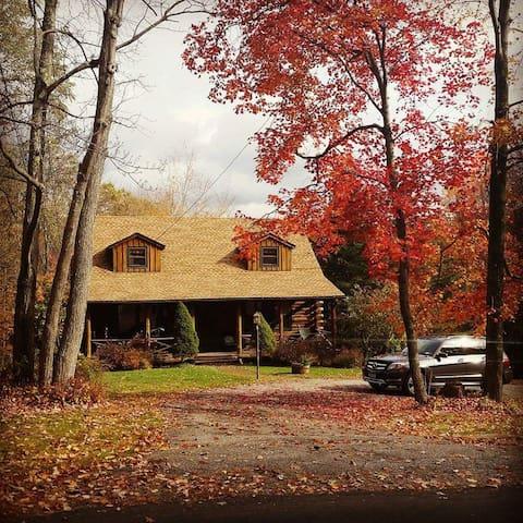 Cozy Country Log Cabin - Litchfield - Stuga