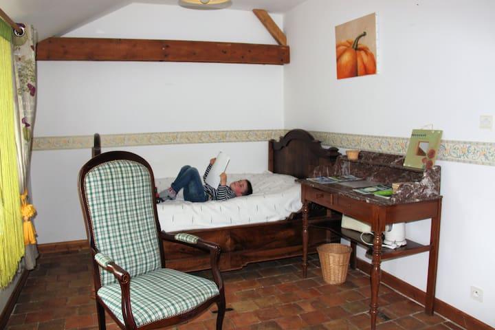 chambres et table d'hôtes à la ferme biologique - Valanjou - Hus