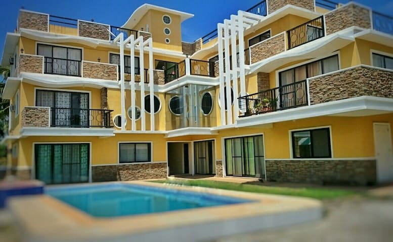 Yama Byu Apartment (sea & mountain view with pool) - Puerto Galera - Daire