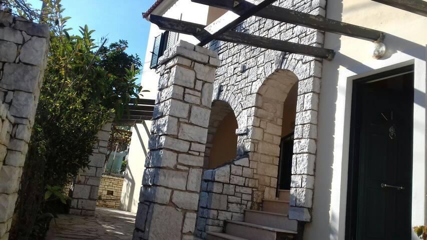 Villa E Gurt Studio - Ksamil