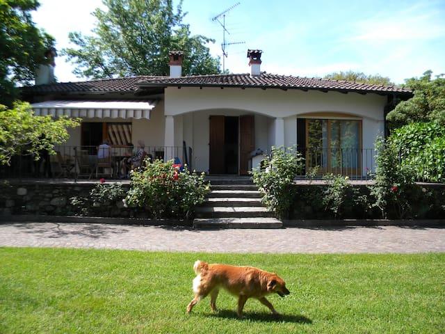 villa con giardino/spiaggia privata - Lesa